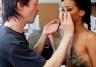 Malowanie piersi Rihanny (ZDJĘCIA)