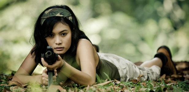 dziewczynka strzela.jpg