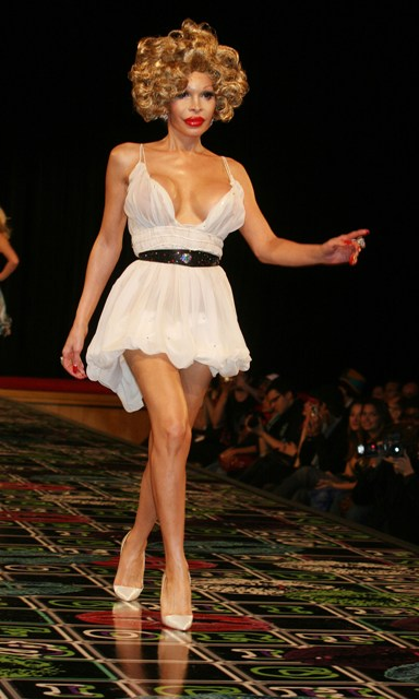 FFN_Celebs_Rich_FashionShow_NYC_021809jpg_1916194.jpg
