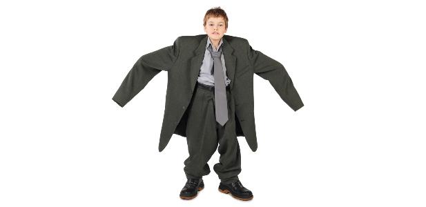 chłopiec w garniturze
