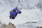 Skoczył z Everestu!