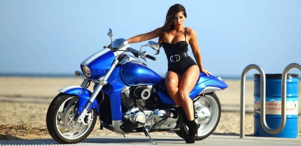 Carmen Ortega na motorze