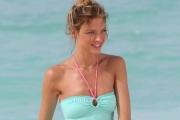 Martha Hunt w bikini