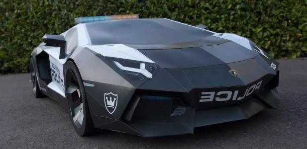 Lamborghini Aventador z papieru