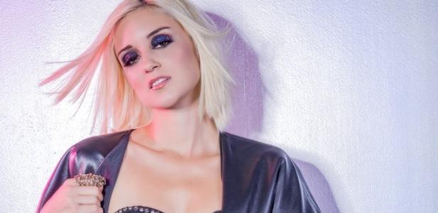 Caroline Dmore