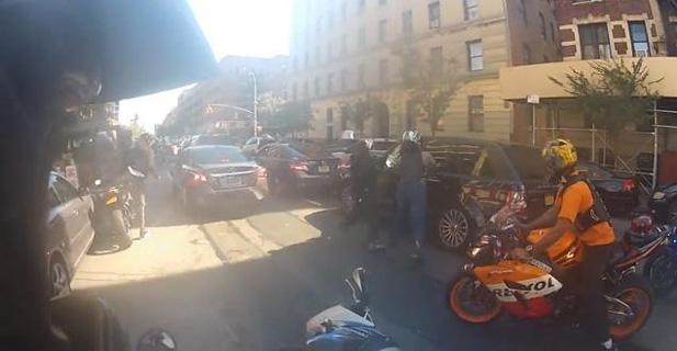motocykliści pobili kierowcę