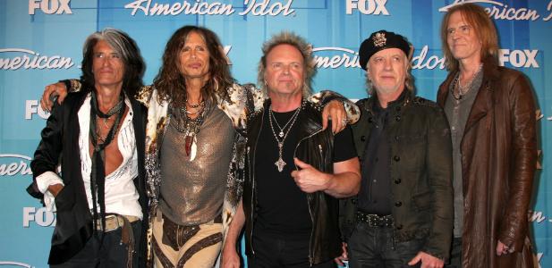 Zespół rockowy pozuje do zdjęcia