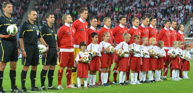 Piłkarze śpiewają Mazurka Dąbrowskiego