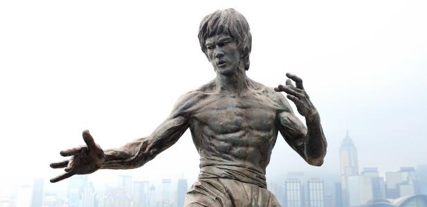 pomnik legendy sztuk walki