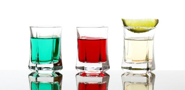 kieliszki z drinkami