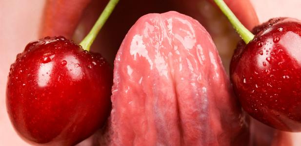 język bawiący się wiśniami