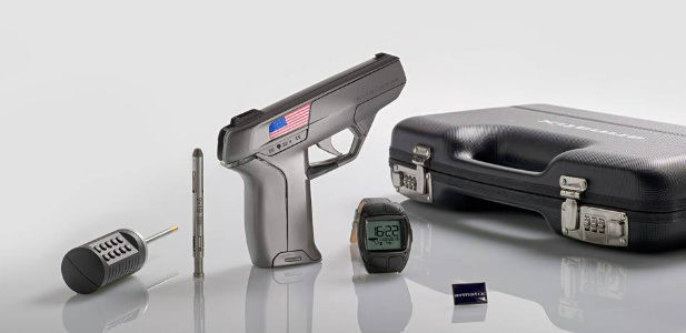 pistolet zsynchronizowany z zegarkiem