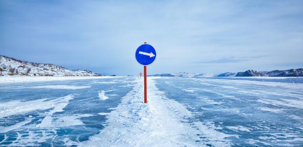 droga na skutym lodem Bałtyku