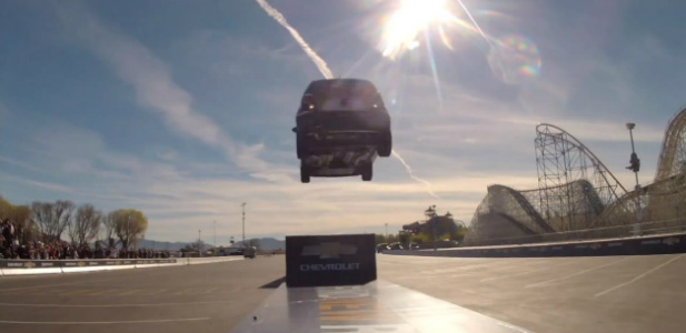rekord guinnessa w skoku autem tyłem
