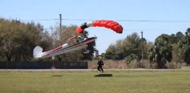 zderzenie skoczka z samolotem
