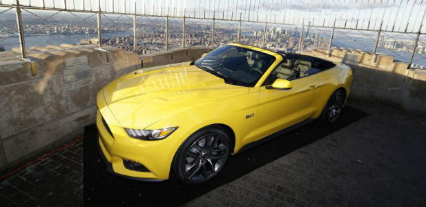 Ford Mustang na dachu Empire State Building