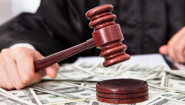 pieniądze w sądzie