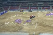 Monster trucki zryły murawę stadionu