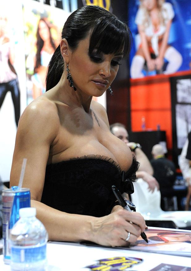 640px-Lisa_Ann_at_AVN_Adult_Entertainment_Expo_2011.jpg