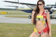 Anais Zanotti ze spadochronem