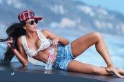Caya Hefner i Buick Riviera