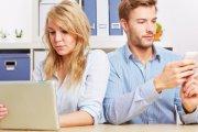 Psycholog radzi: usuń partnerkę ze znajomych na Facebooku!