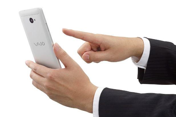 VAIO_Phone_Biz_Silver_hand.0.jpg