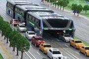 Rozkraczony bus pogromcą smogów