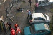 Wypadł z okna, ranił policjantów, oddali mu mopem [WIDEO]