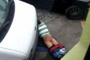 Ten gość uprawiał seks z ulicą [VIDEO]