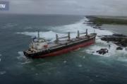 Ogromny frachtowiec rozbiłsięna Oceanie Indyjskim {WIDEO]