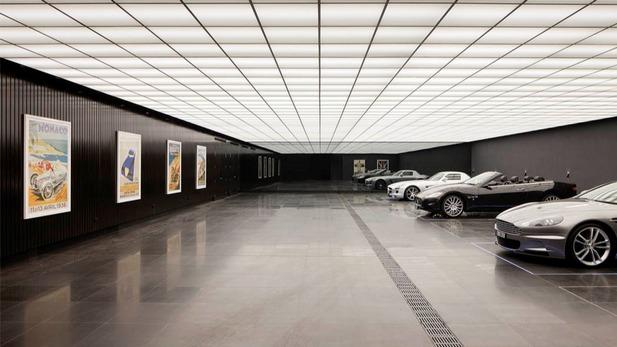 bat-garage-replica.jpg