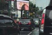 Porno na miejskim billboardzie
