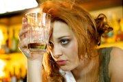 7 powodów, aby unikać pijącej kobiety
