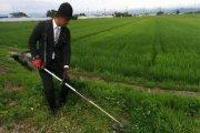 Farmer w garniturze