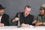 Rabin, ksiądz i ateista palą trawkę