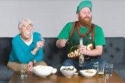 Babcia i wnuk palą trawkę