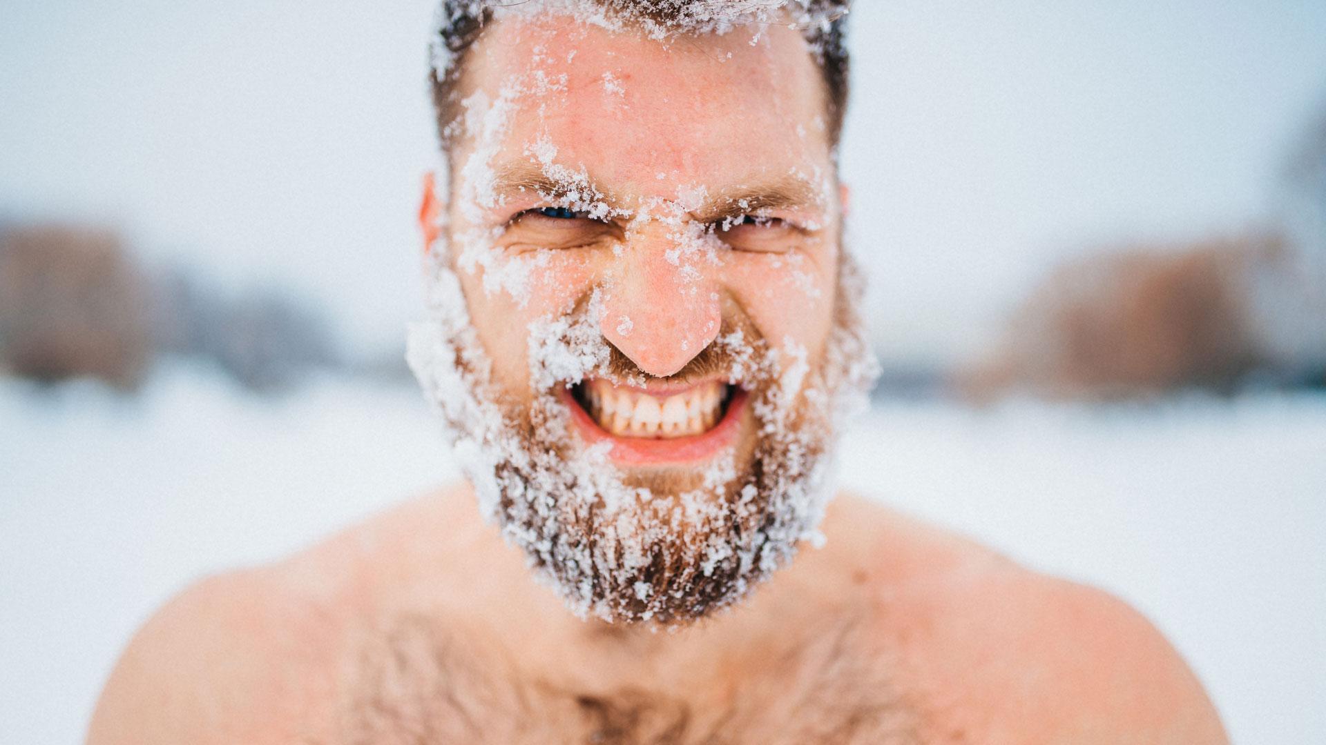 Mężczyzna-z-brodą-na-mrozie.jpg