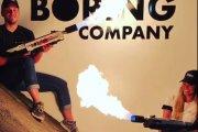Elon Musk sprzedaje miotacze ognia przeciw apokalipsie zombie