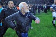 Rosyjski prezes klubu piłkarskiego wbiegł z pistoletem na boisko, by oprotestować gola