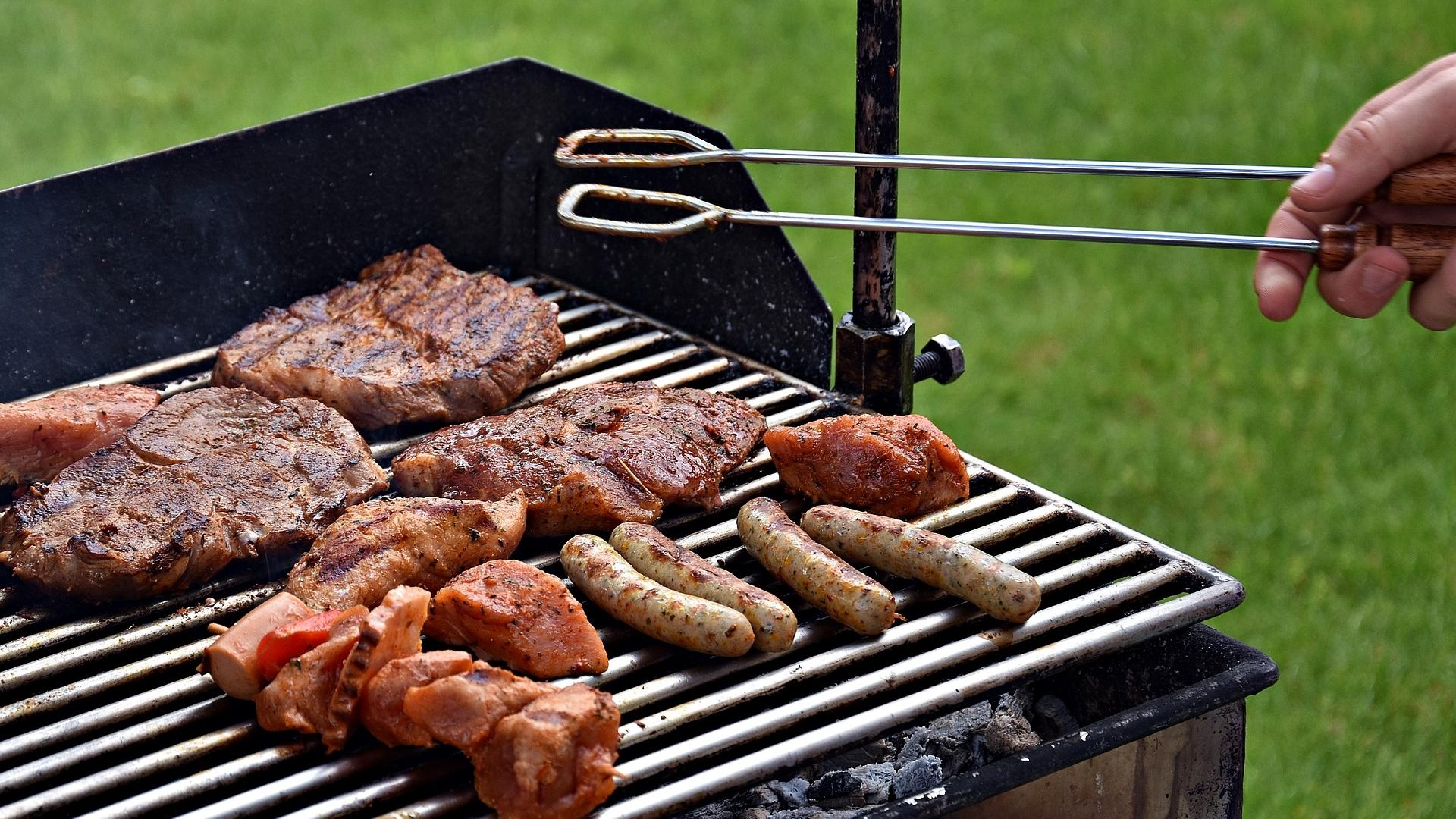 barbecue-3178916_1920.jpg