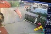Wyskoczył nago z okna, żeby uciec policji
