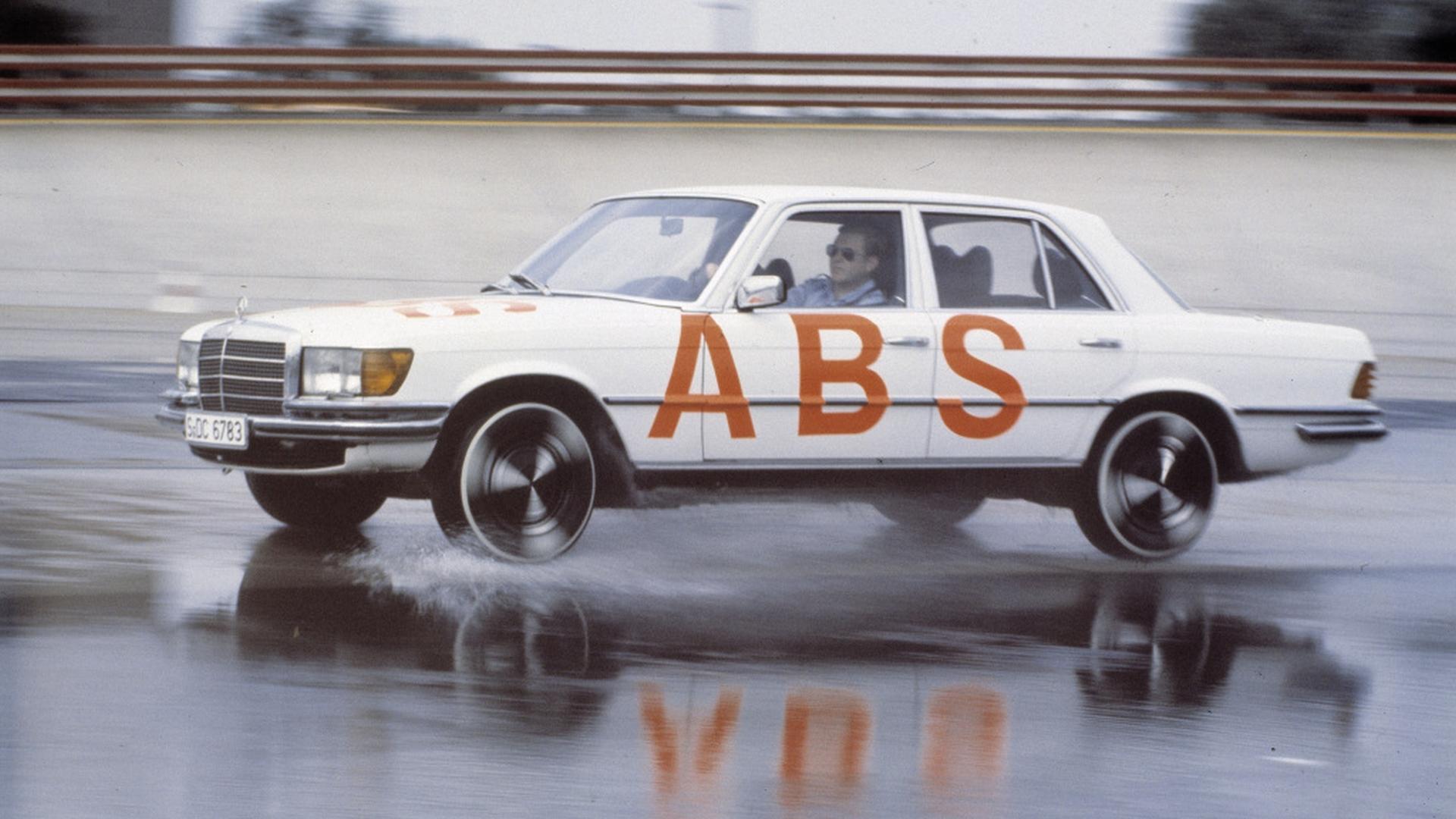 uklad-abs-konczy-40-lat-01jpg.jpg