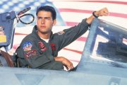 """Tom Cruise opóźnił prace nad nowym """"Top Gun"""", by móc nauczyć się latać myśliwcem"""