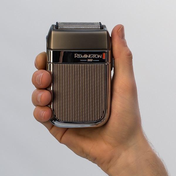 HF9000_Heritage-Foil-Shaver-In-Hand_396916.jpg