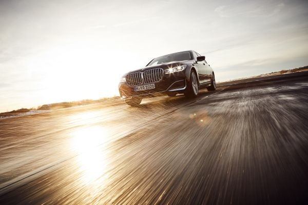 P90335201_lowRes_the-new-bmw-745le-se.jpg