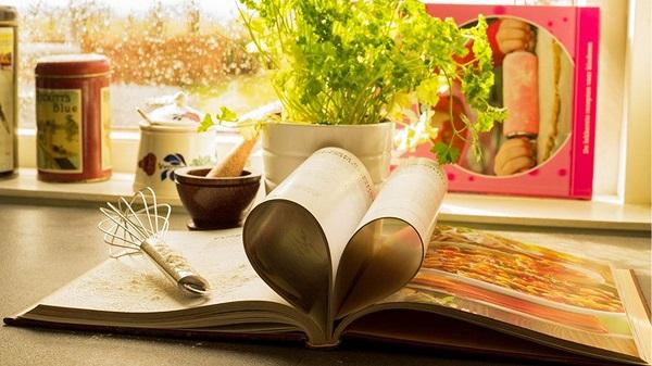 small książki kucharskie.jpg