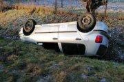 Auto dachowało, kierowca zostawił wiadomość i poszedł do domu