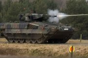 Niemieckie sny o potędze. Żołnierze autami udają czołgi