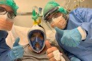 Pacjenci w maskach do nurkowania. Wcale nie leżą pod wodą